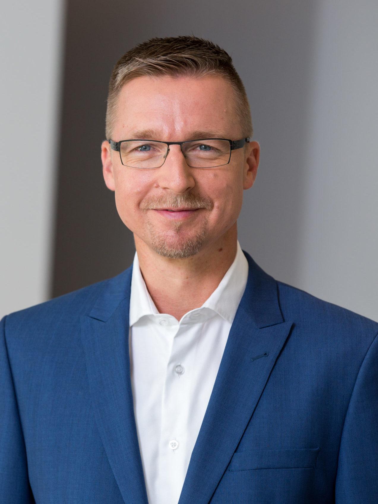 Portrait photo of Dr. Dierk Schindler