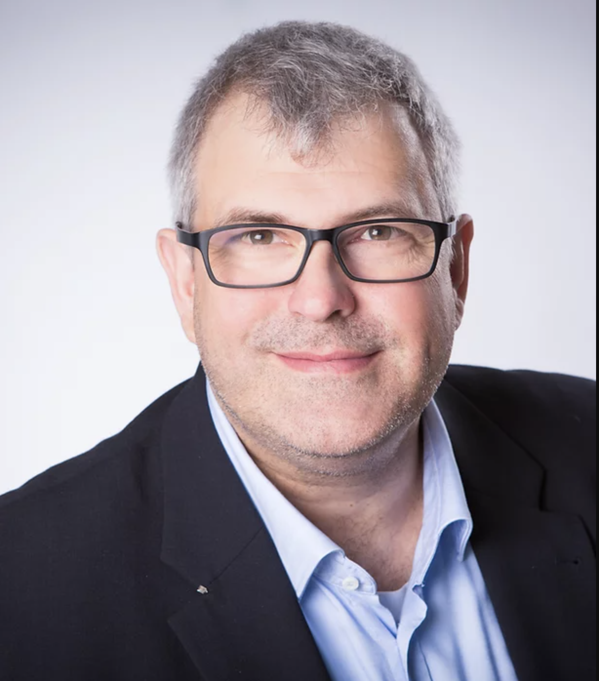 Portrait photo of Volker Himmen, lawyer and owner of RKH
